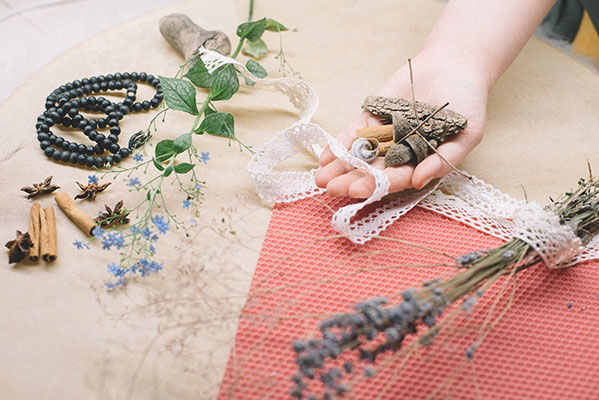 Forget-me-nots and rosary beads